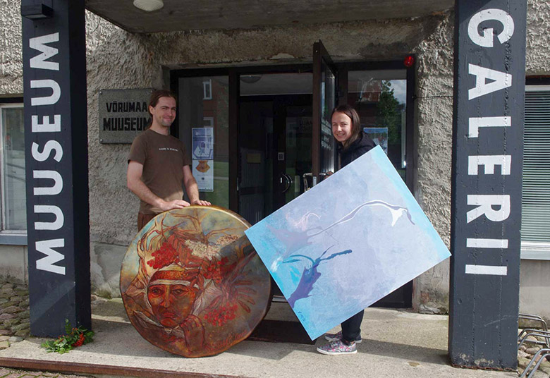 Raagi Andrus Prangli Anne maalitu trummiga ja Huulõ Jana Liivati Lola maaliga.