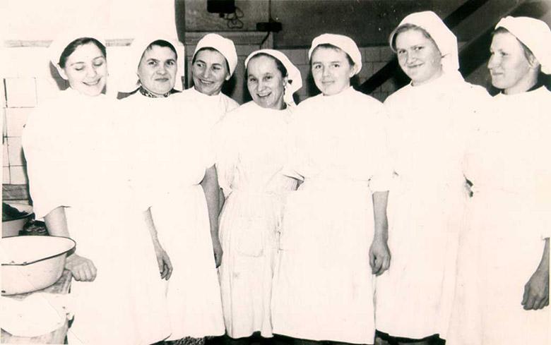 Seli sanatooriumi köögirahvas aastal 1967, luu autor om häält puult kaiõn kolmas.