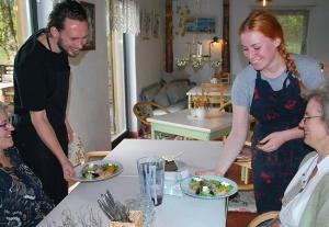 Suure Muna kohvikun pakutas salatit «Kits kolmõ rua vaihõl».